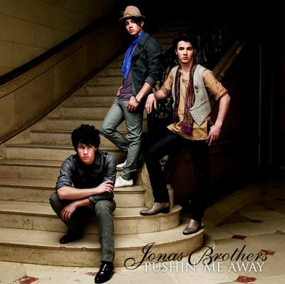 [jobros-pushinmeaway-blogdelatele-0.jpg]