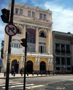 Escola de Música - UFRJ - Fonte: Jeff Belmonte - http://www.flickr.com/photos/jeffbelmonte/107171296/