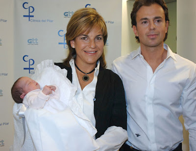 Photo of Sanchez Vicario with baby girl and husband
