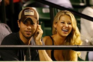Picture of Ana Kournikova making out with boyfriend Enrique Iglesias