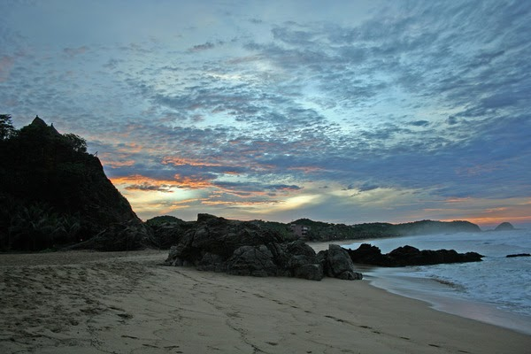 Playa Zipolite. Welcome To The Beach Of The Dead!: HOT ON