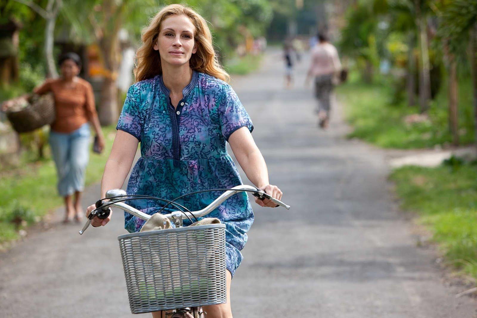 http://1.bp.blogspot.com/_mkHqJ3jLTCw/TJ-FEV9yWwI/AAAAAAAAF8I/uyF6V_kjPJQ/s1600/julia-on-bike.jpg