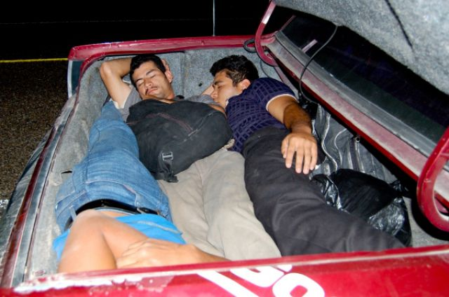 http://1.bp.blogspot.com/_mmBw3uzPnJI/S-RZzg6otDI/AAAAAAABO_0/2Tna4A-s_fs/s1600/illegal_aliens_gets_owned_03.jpg