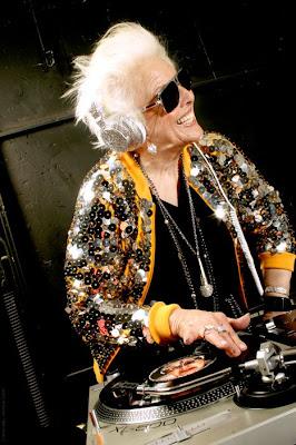 DJ Wanita Tertua di Dunia
