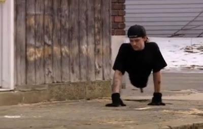 رجل بدون اقدام