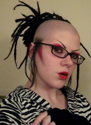 http://1.bp.blogspot.com/_mmBw3uzPnJI/SOyeRsF4CUI/AAAAAAAAUI4/6QvjGd9squc/s400/Weird_Hair_Styles_01.jpg