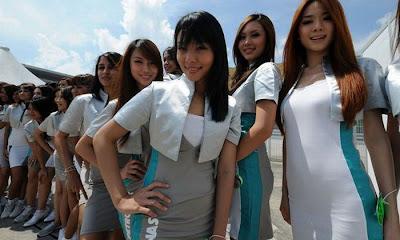 http://1.bp.blogspot.com/_mmBw3uzPnJI/S_u-0oNls3I/AAAAAAABSKU/SJc2oZATWhI/s1600/Formula1_Pit_Babes_54.jpg