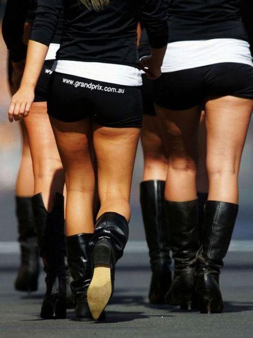 http://1.bp.blogspot.com/_mmBw3uzPnJI/S_vApaMKDYI/AAAAAAABSPU/pbdcL6k9aUY/s1600/Formula1_Pit_Babes_14.jpg