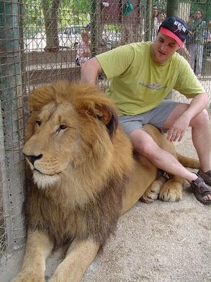 Kebun Binatang Paling Berbahaya di Dunia - Lujan Zoo39