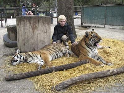 Kebun Binatang Paling Berbahaya di Dunia - Lujan Zoo20