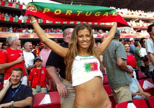 http://1.bp.blogspot.com/_mmBw3uzPnJI/TBYq1RrP8RI/AAAAAAABWBg/E5GkOt5YekQ/s1600/Female_Football_Fans_04.jpg