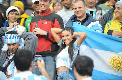 Sexy Soccer World Cup Fans 2010 ~ Damn Cool Pictures