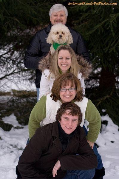 http://1.bp.blogspot.com/_mmBw3uzPnJI/TD9tbhFZNeI/AAAAAAABcUo/4GV9RbSFMYc/s1600/awkward_family_pet_photos_17.jpg