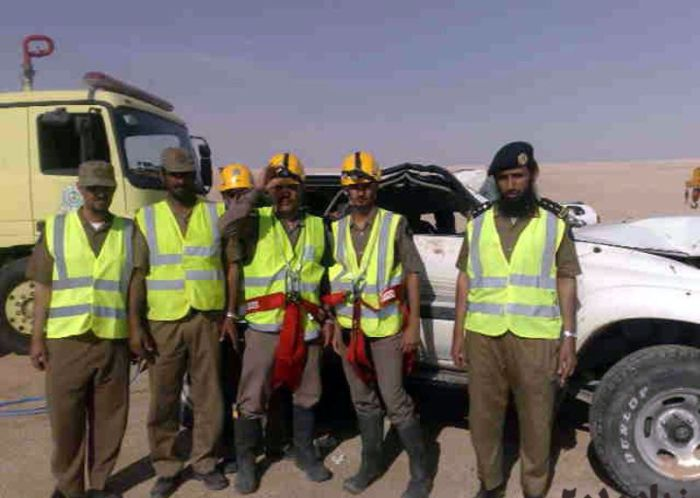 http://1.bp.blogspot.com/_mmBw3uzPnJI/TIT4MZTJ2GI/AAAAAAABk00/yxDSV_q8vAA/s1600/car_fall_into_well_in_saudi_arabia_11.jpg