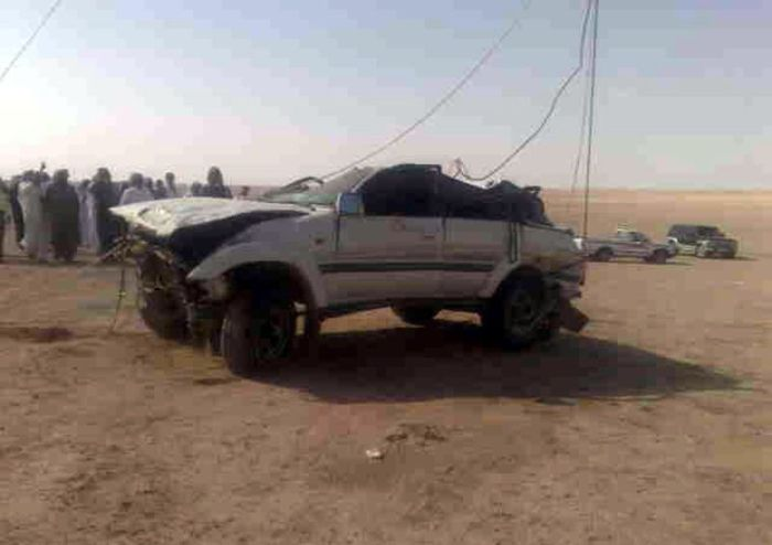 http://1.bp.blogspot.com/_mmBw3uzPnJI/TIT4Np0c7SI/AAAAAAABk1M/yHevUiKFtz4/s1600/car_fall_into_well_in_saudi_arabia_08.jpg