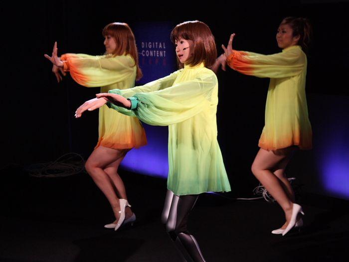http://1.bp.blogspot.com/_mmBw3uzPnJI/TL19MJHBXsI/AAAAAAABr0w/X7PppyiJMLQ/s1600/dancing_robot_girl_03.jpg