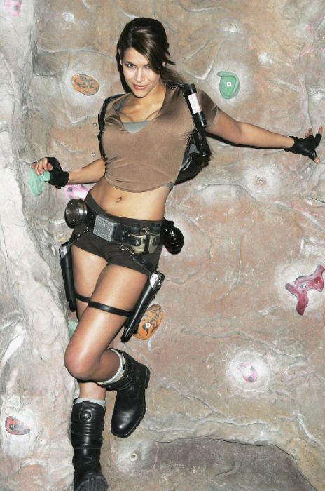 http://1.bp.blogspot.com/_mmBw3uzPnJI/TLVyfSrkrnI/AAAAAAABq8E/RoAUzQ85L0A/s1600/lara_croft_cosplay_12.jpg