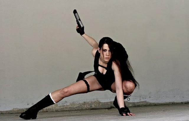 http://1.bp.blogspot.com/_mmBw3uzPnJI/TLVzds2T0wI/AAAAAAABq80/b6BjnP8O2gY/s1600/lara_croft_cosplay_06.jpg
