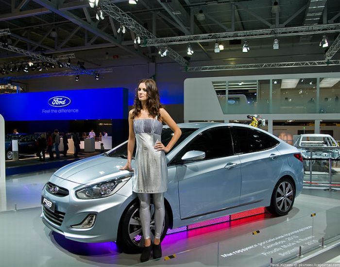 Girls of Moscow International Automobile Show unseen pics
