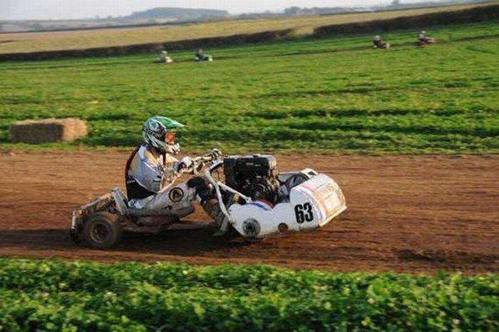 http://1.bp.blogspot.com/_mmBw3uzPnJI/TRBf7P96q2I/AAAAAAAB1UY/GbNlKBAT7Yc/s1600/lawnmower_racing_17.jpg