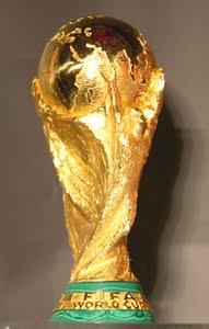 http://1.bp.blogspot.com/_mn6l0SUtEhA/Sv2VbX4IjCI/AAAAAAAABS8/iYNIOzO5eOo/s400/FIFA+World+cup+_trophy.jpg