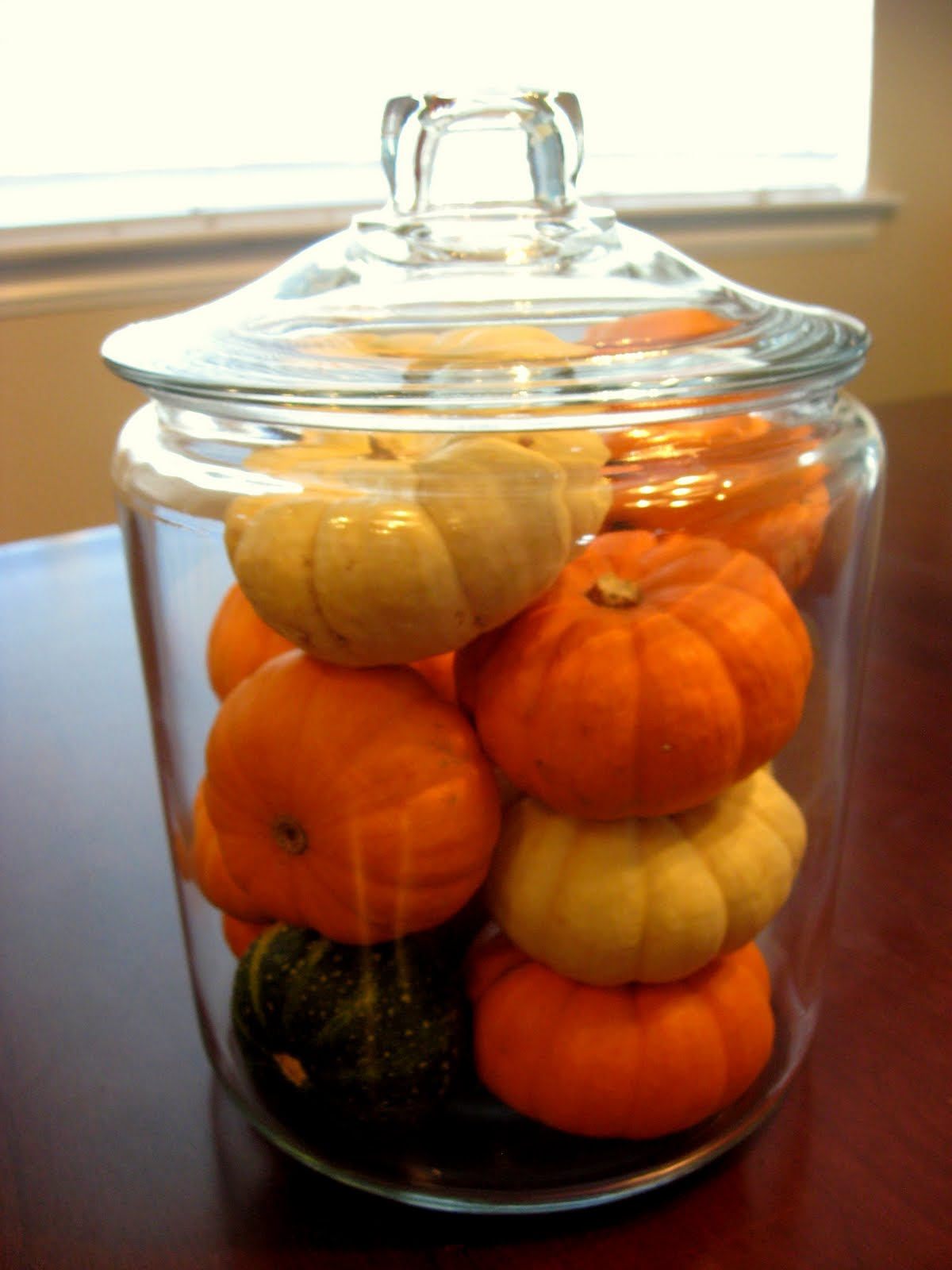Really easy thanksgiving decorating for Simple pumpkin centerpieces