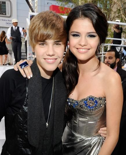 La relación entre los cantantes juveniles Justin Bieber y Selena ...