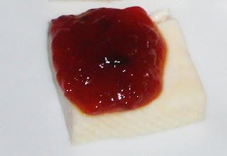 mermelada de pimientos con queso cremoso