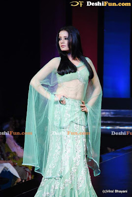 CELINA JAITLEY  lukin' DAMN S3XY in latest Fashion Show image