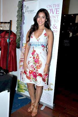 Mandira Bedi at Aarna exhibition image