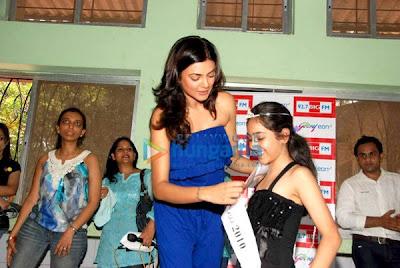 Sushmita Sen crown 'I Am Princess' at Bal Bhavan image
