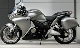 Honda VFR1200F 2010: World's First Motor with Double Clutch