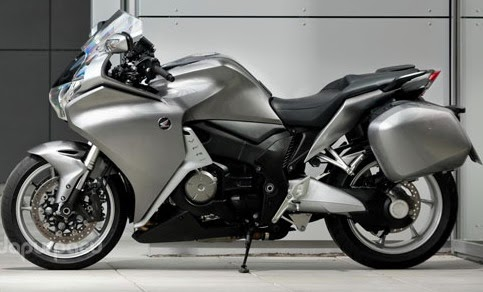 Honda VFR1200F 2010: World's First Motor with Double