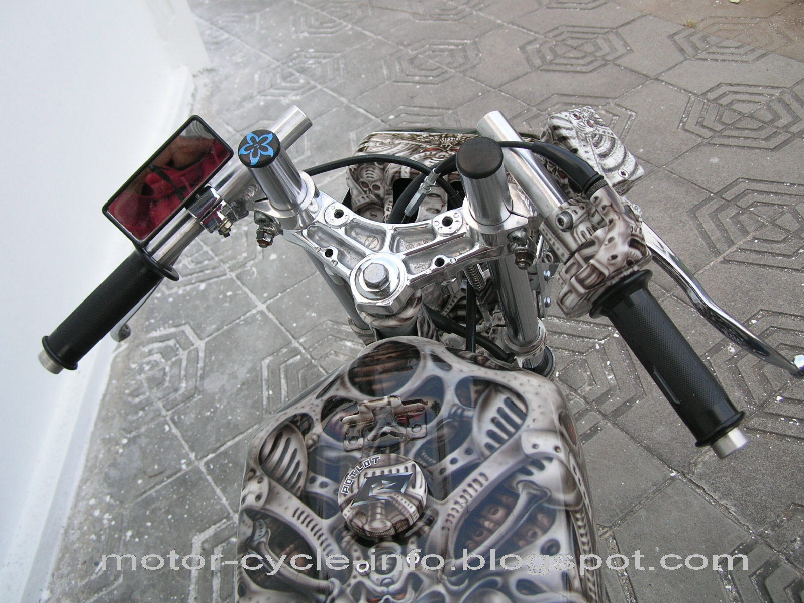 http://1.bp.blogspot.com/_mwzxyywxcGA/TFeuzYTCZTI/AAAAAAAAA1k/lzMLWzvsv3M/s1600/poto+rx+king+airbrush.jpg