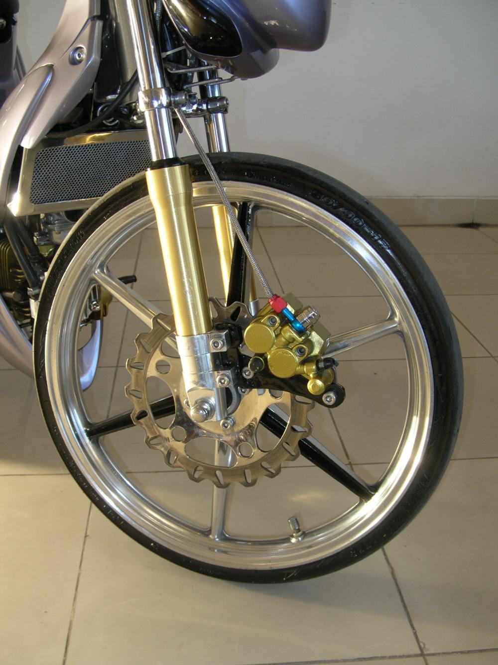 http://1.bp.blogspot.com/_mwzxyywxcGA/TI51AiwmMBI/AAAAAAAABHM/23cAt9gHKfI/s1600/front+tire+brake+modifikasi.jpg