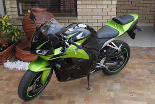 motor honda CBR green goblin