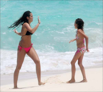 miley cyrus bikini photos