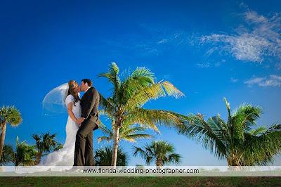 Wedding Photographer Miami on Upscale Photo  Miami Beach Wedding Pictures