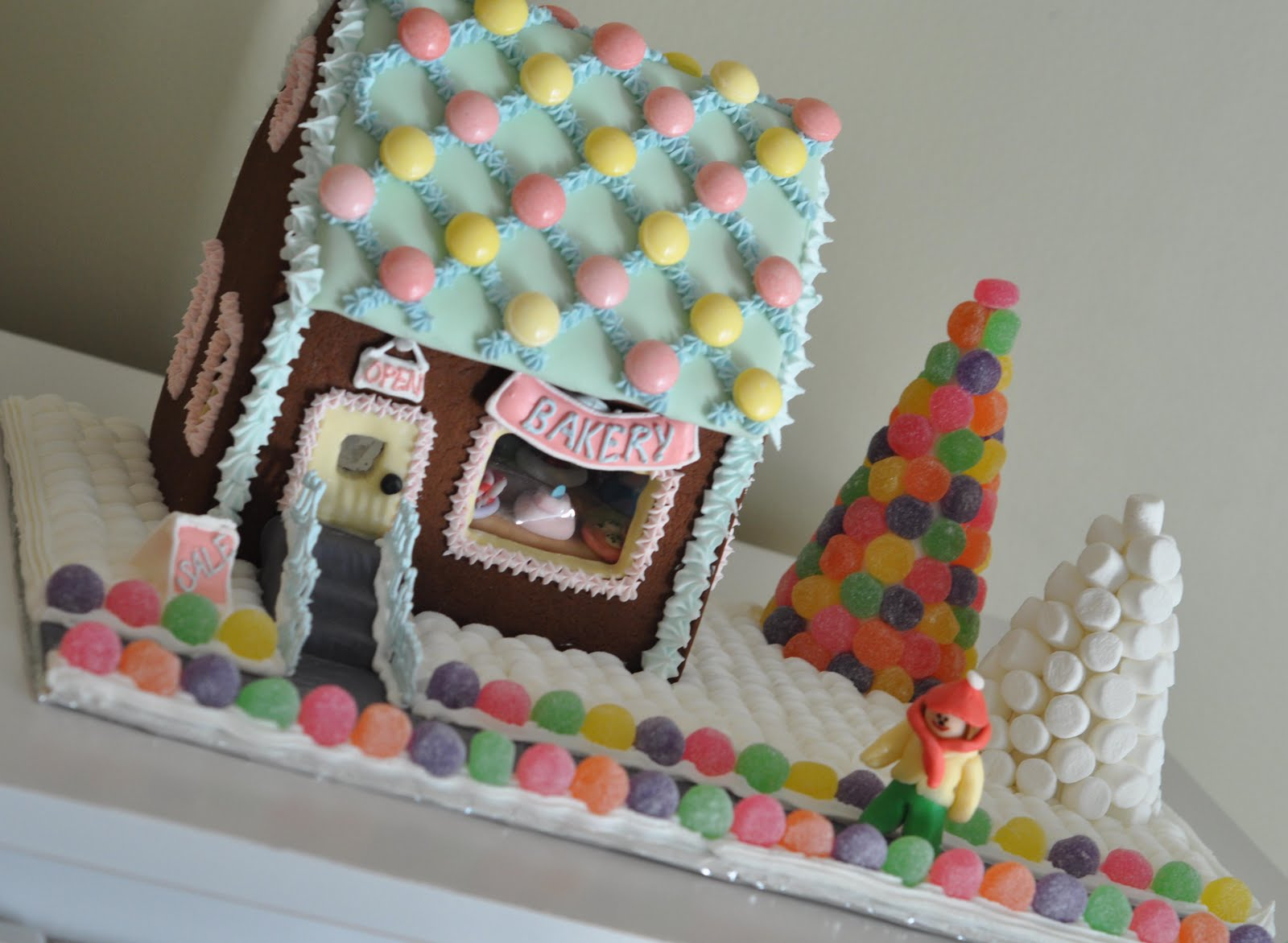Merry lilly christmas happy lilly holidays merry lilly for Gingerbread house inspiration