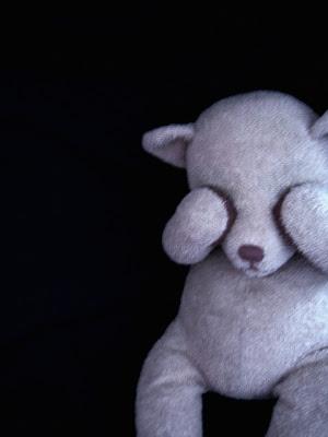 http://1.bp.blogspot.com/_n-p2lmYEkbk/Sto_-45RZzI/AAAAAAAABnk/mQtJ4HCJo6U/s400/Scared_Teddy_by_droool.jpg