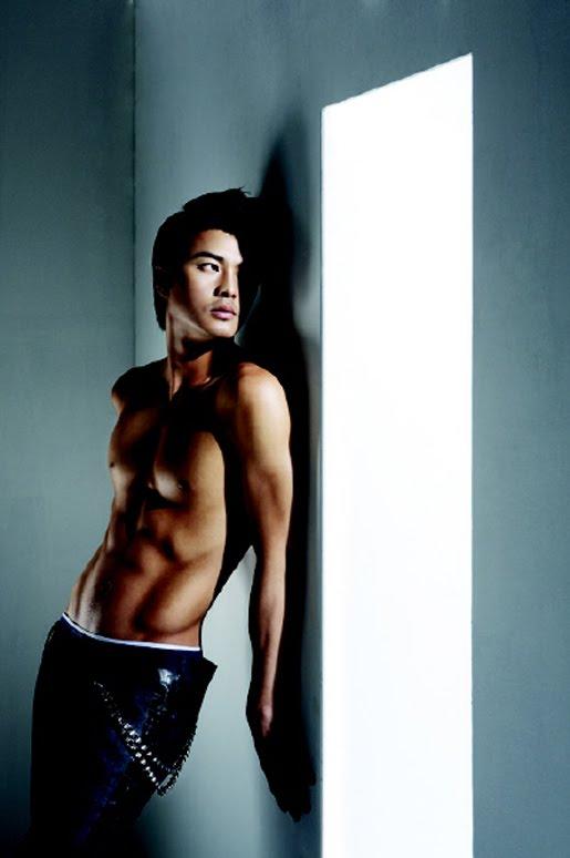 http://1.bp.blogspot.com/_n18T59WsTbs/Sx6rvhYeZAI/AAAAAAAACXs/H3YvT0sOOWA/s800/Kim-Ji-hoon-04.jpg