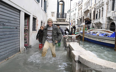Venice is Swimming By: www.CuteeGroup.TK