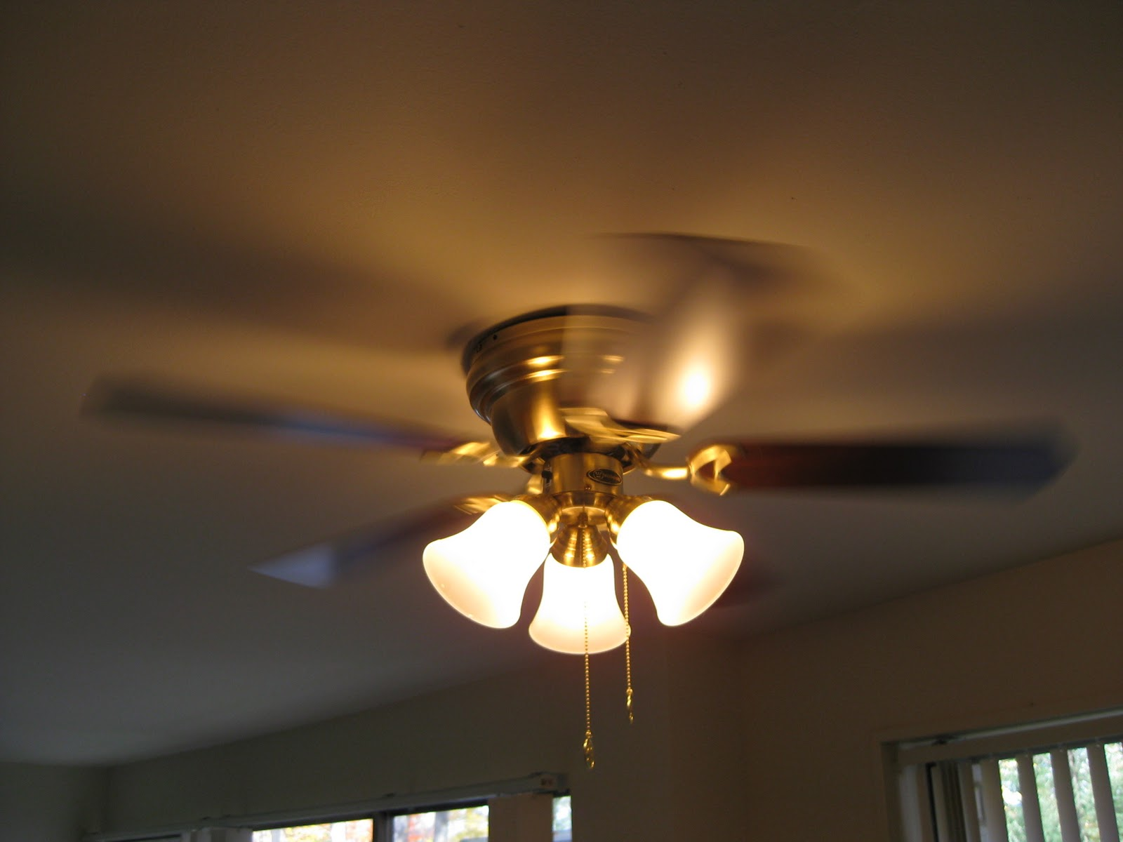 Make Sure Your Fan Is Set To Run Clockwise Spread Heat Evenly Through Room Energystar Gov Explains Proper Ceiling Use