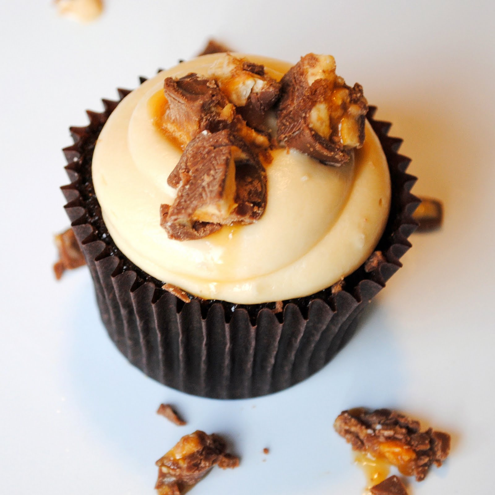 Homemade By Holman: Snickers Cupcakes