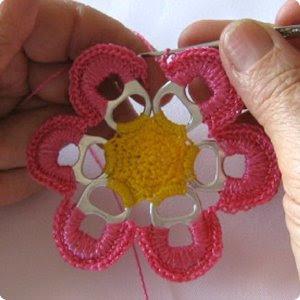 Paso a paso manualidades de reciclaje : flor hecha de anillas a