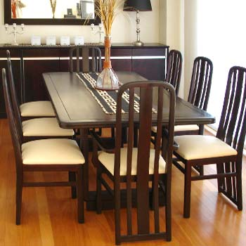 Buena madera arte comedor for Muebles modernos sillas