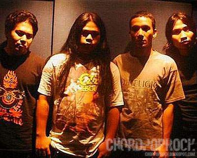 Foto wallpaper Betrayer dari Chord Gitar Betrayer Bendera Kuning