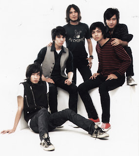 Foto personil Domino Band Discography
