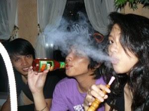 Kumpulan Foto - Foto Sherina Terbaru | Foto Sherina saat nongkrong bersama teman - temanya di sebuah cafe