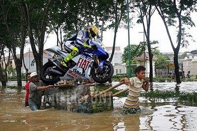 www.aziscs1.com - Semua foto Lucu Valentino Rossi di at